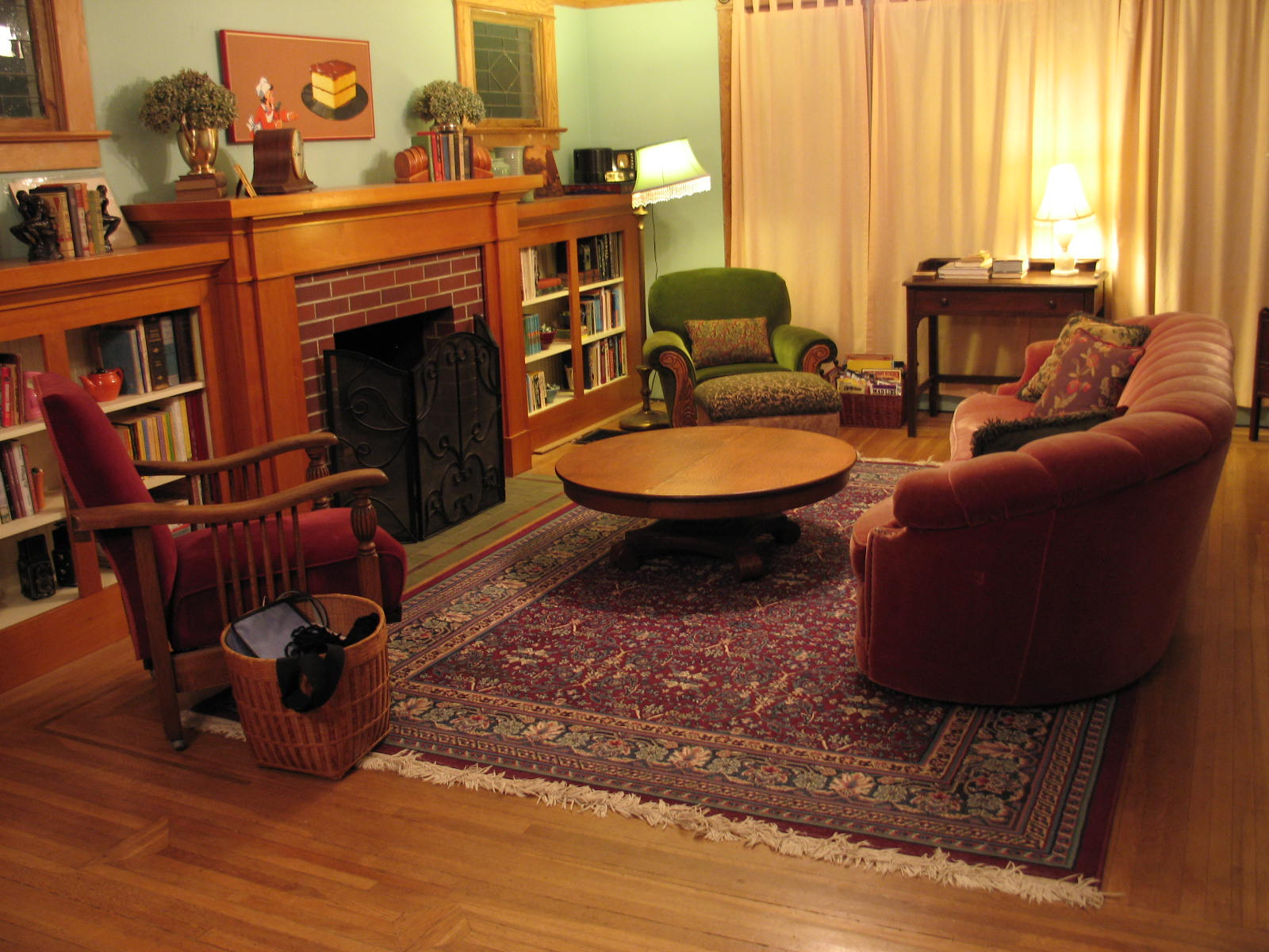 apartment living essay The financial benefits of living off campus vary depending on the cost of the apartment and the living situation the rent may cost more than a dorm room, but if you .