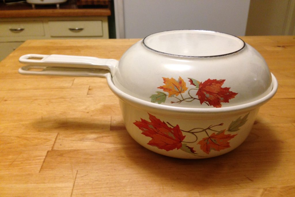 Descoware maple leaf saucepan